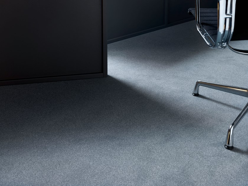 Solid-color polyamide carpeting SUPERIOR 1013 by Vorwerk Teppichwerke