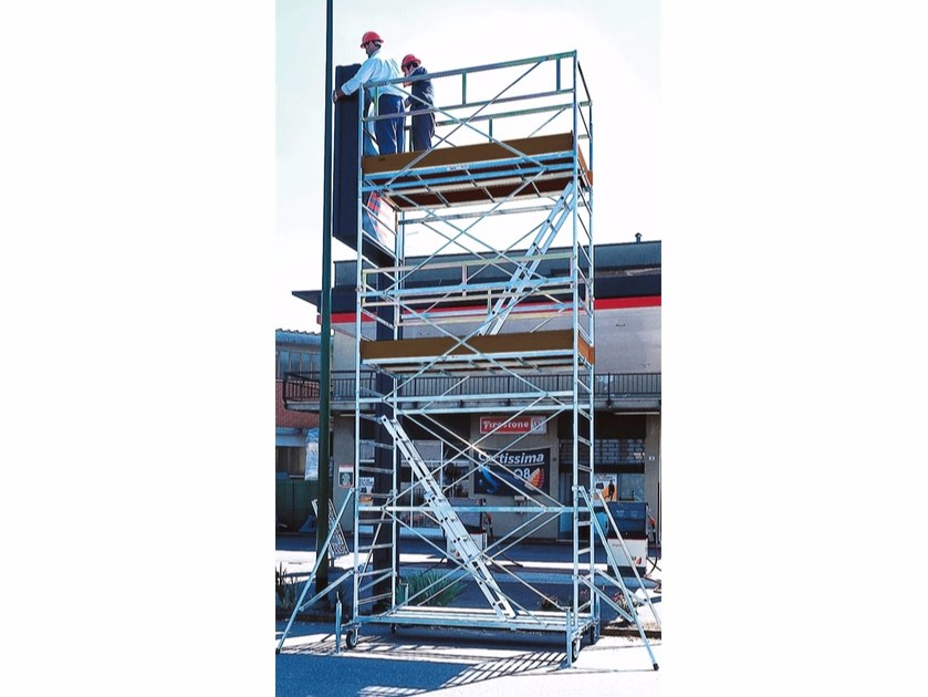 Mobile scaffolding for construction site SUPERLUNGO 3001 by Frigerio Carpenterie