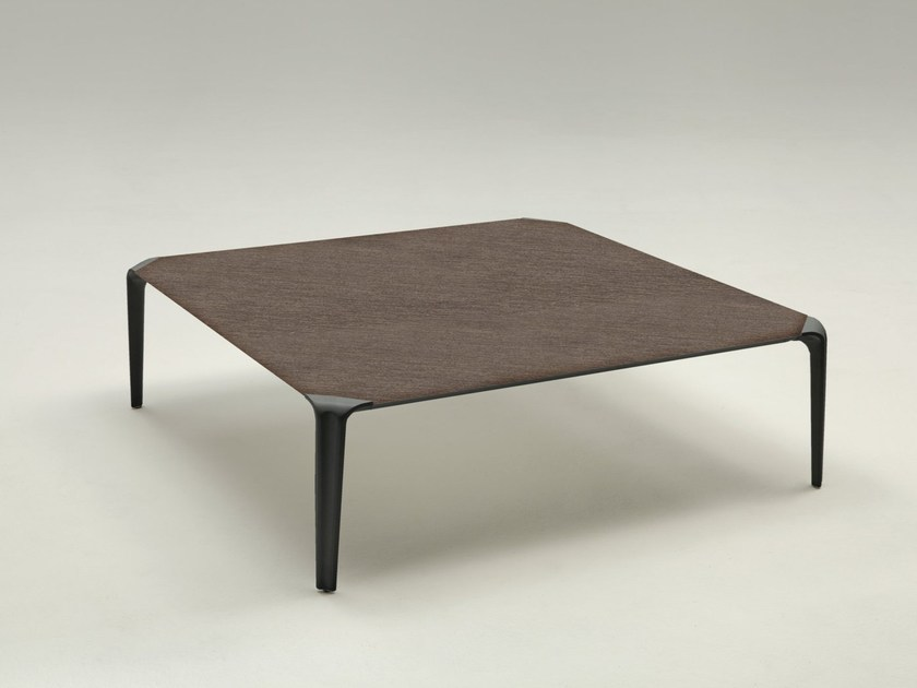 Enamelled steel coffee table SURVE by IDEAS Group