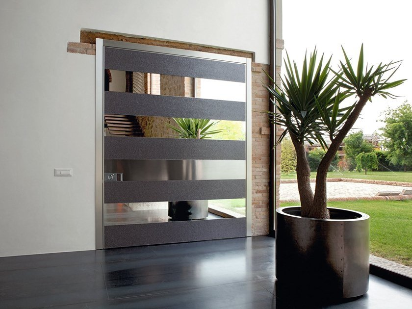 Pivot safety door SYNUA | Mirrored glass entry door by OIKOS VENEZIA