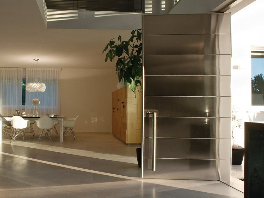 Pivot steel safety door SYNUA | Steel entry door by OIKOS VENEZIA