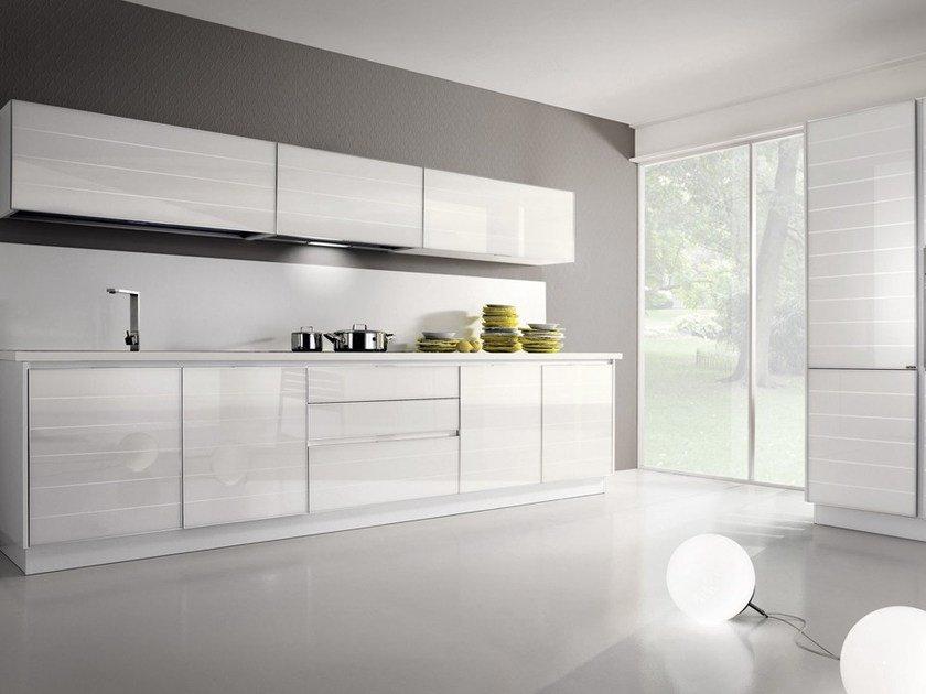 Cucina lineare in alluminio e vetro con maniglie integrate - Arrital cucine rivenditori ...