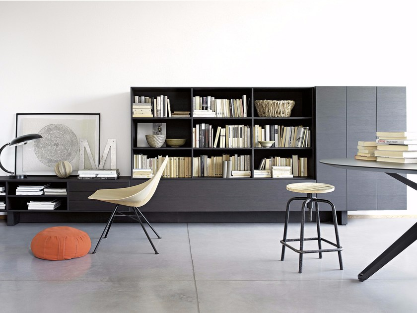 Wall-mounted sectional floating bookcase T030 | Bookcase by Lema