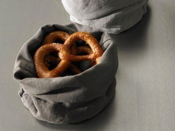 Light doubled linen bread holder TAB by Society Limonta