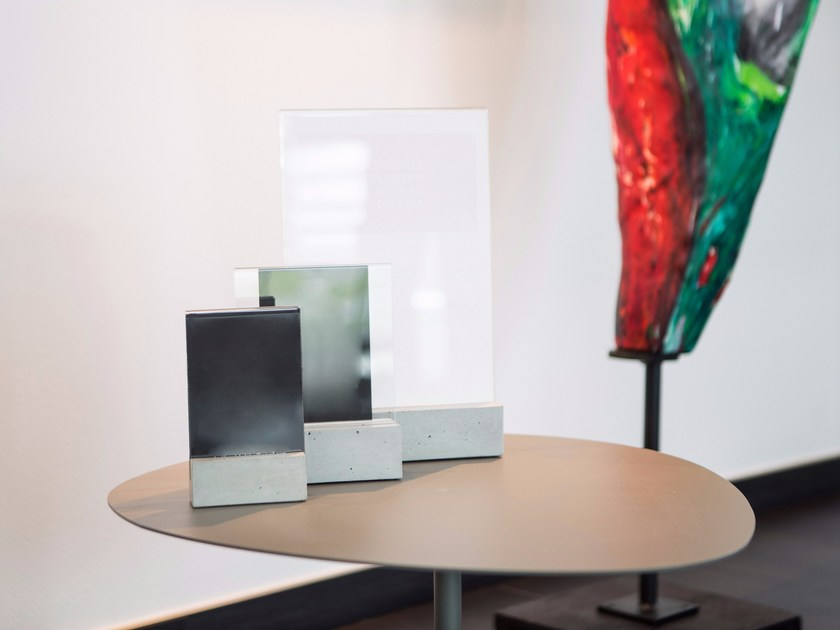 Concrete frame TABLE DISPLAY by CO33