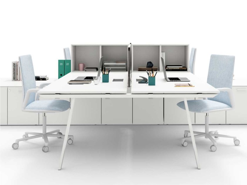 Multiple tempered glass office workstation with desk screens with shelves TAKE OFF | Tempered glass office workstation by Bralco