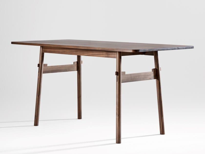 Mesa de jantar de madeira maciça TAUT by ZEITRAUM