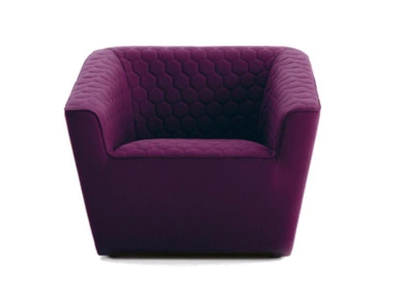 Fabric armchair with armrests TEA | Armchair with armrests by Sancal