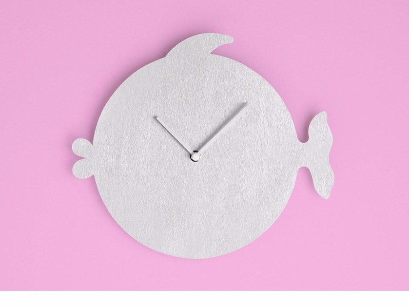 Wall-mounted aluminium clock THE FISH by Round Animals Design