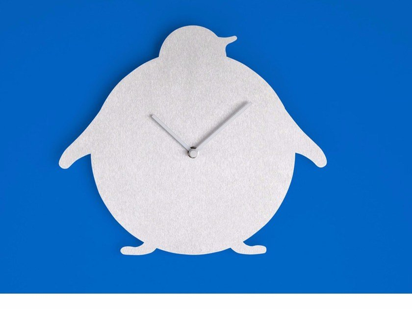 Wall-mounted aluminium clock THE PENGUIN by Round Animals Design
