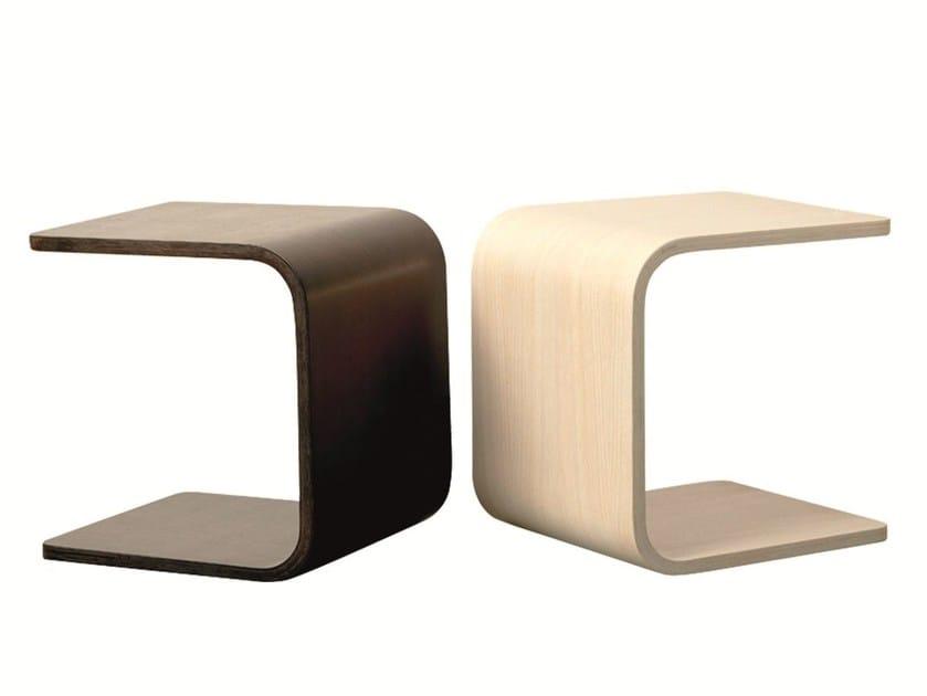 Wood veneer side table THE U by Palau