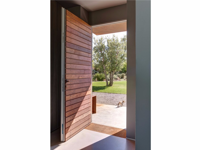 Exterior wooden safety door THERMIC5® | Safety door by PALLADIO