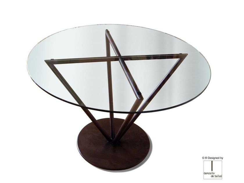 Round glass table THIRA by Gonzalo De Salas