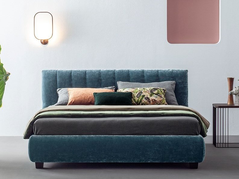 Fabric bed with upholstered headboard THOMAS BARRÈ by Twils