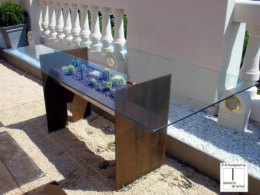 Rectangular garden table TIERRA by Gonzalo De Salas