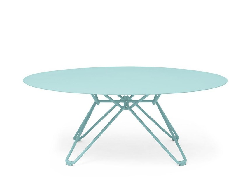 Low round metal coffee table TIO | Round coffee table by Massproductions