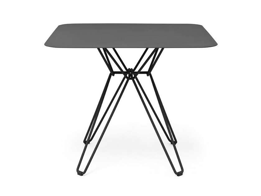 Square metal table TIO | Square table by Massproductions