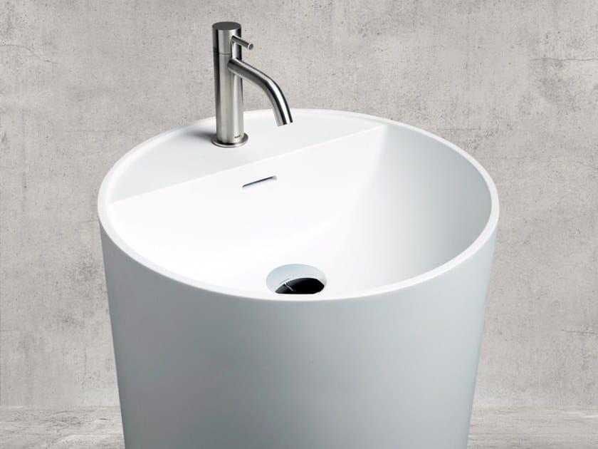 Freestanding round Cristalplant® washbasin TON'EAU by AQUAdesign