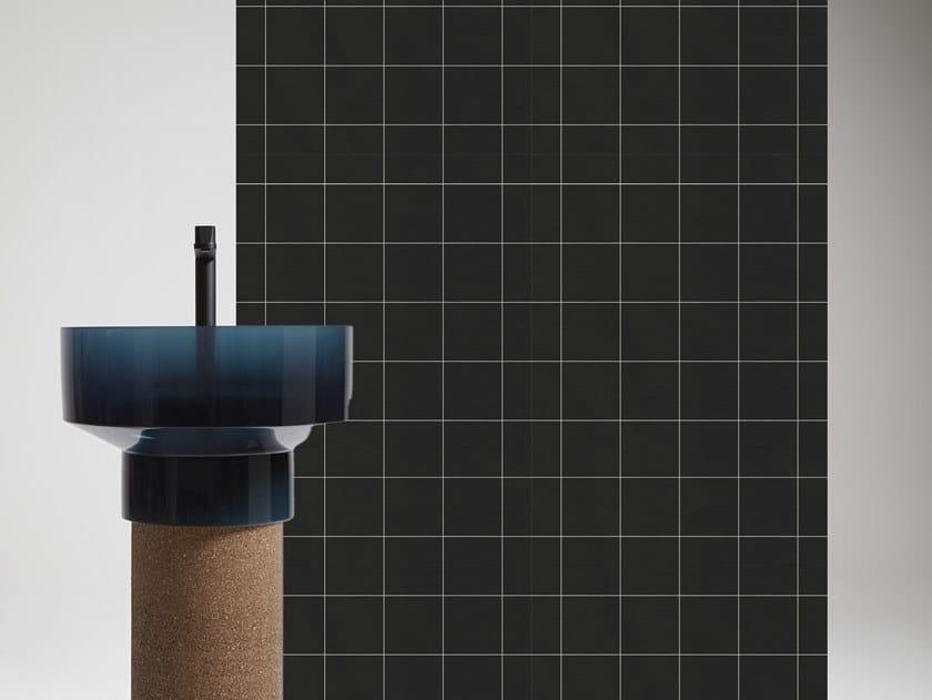 Carta da parati geometrica per bagno TRA LE RIGHE by Antonio Lupi Design