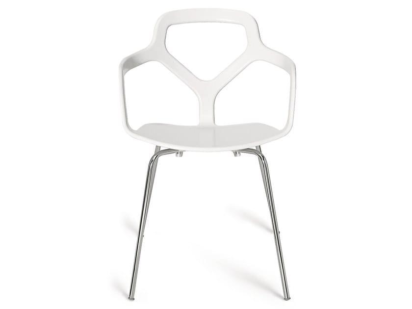 Sedia impilabile in tecnopolimero con braccioli TRACE | Sedia by Desalto