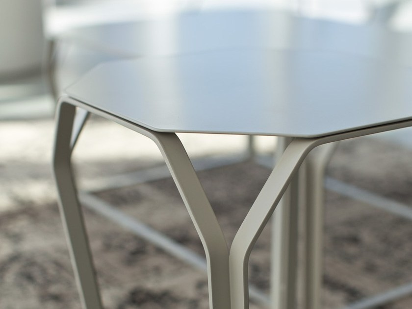 TRAY 1 | Tavolino in metallo