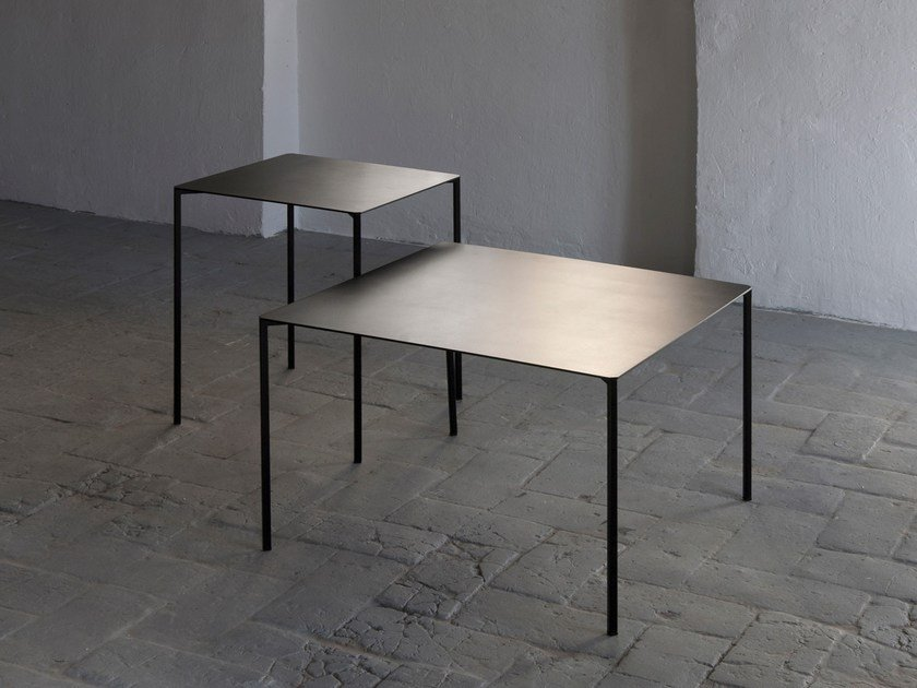 Square metal side table TRAZO by Kendo Mobiliario