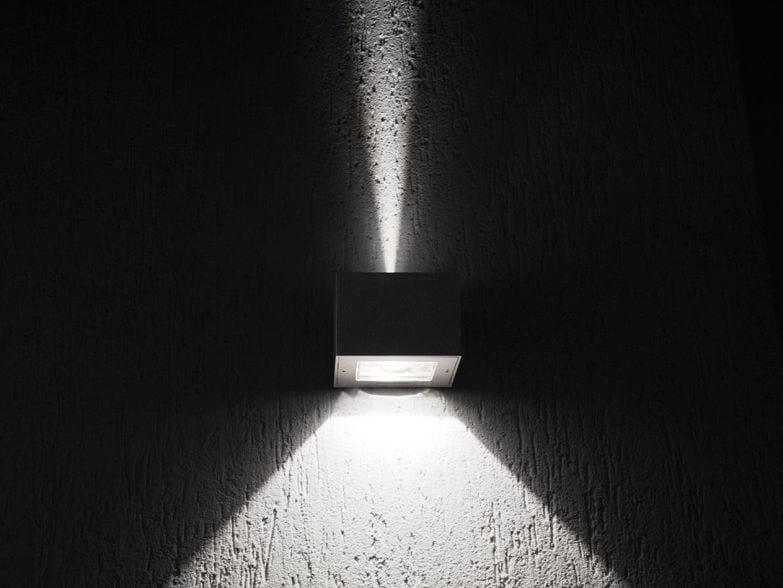 Plafoniera Da Esterno Lombardo : Lampada da parete a led luce diretta e indiretta trend up down