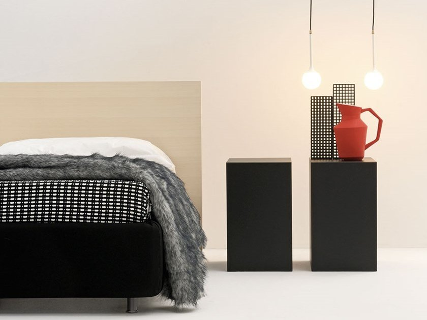Lacquered wooden bedside table TRENTA by Frauflex
