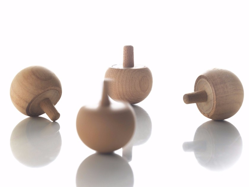 Kauri wood spinning top TROTTOLA by Riva 1920