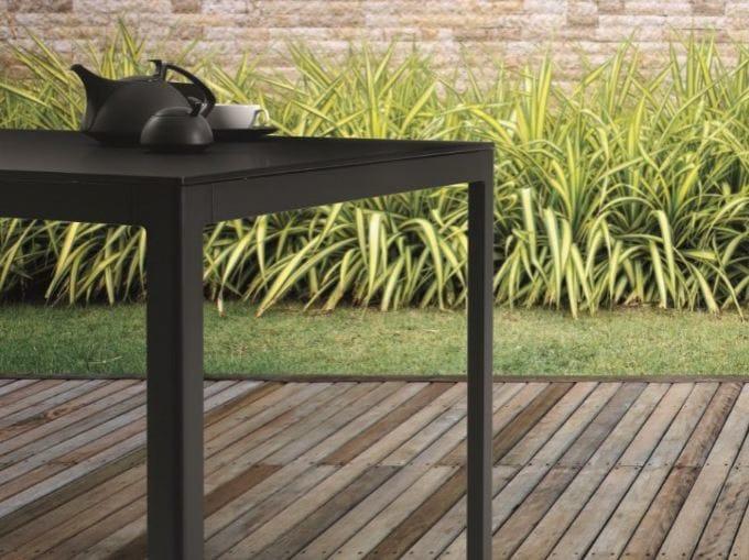 Square powder coated aluminium table TYPE | Powder coated aluminium table by iCarraro