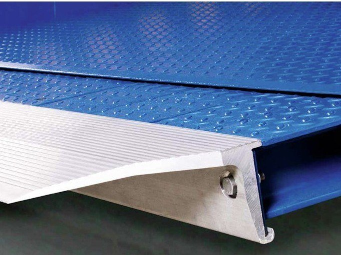 Loading ramp Telescopic-lip Dock Levellers by ASSA ABLOY