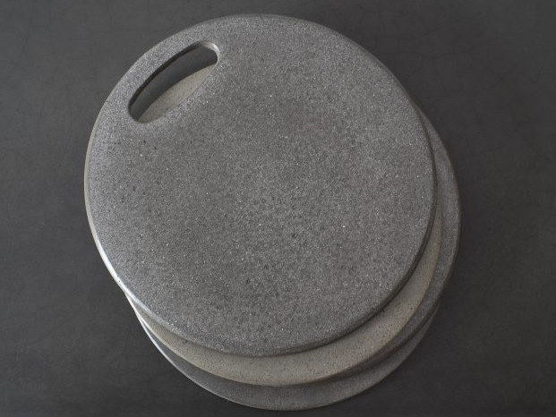 Round concrete tray Tray by AtelierB