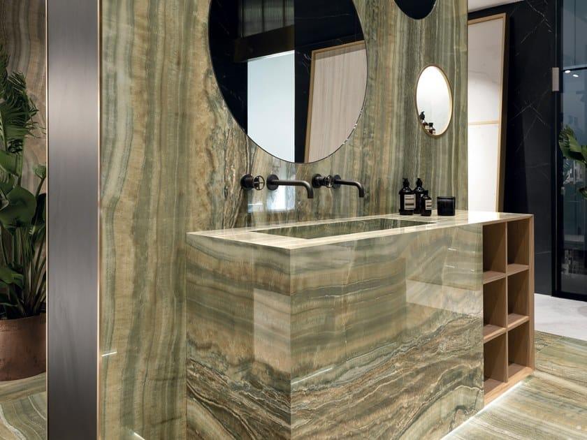 Pavimento/rivestimento in gres porcellanato effetto marmo ULTRA ONICI - GREEN ONYX VEIN CUT by ARIOSTEA