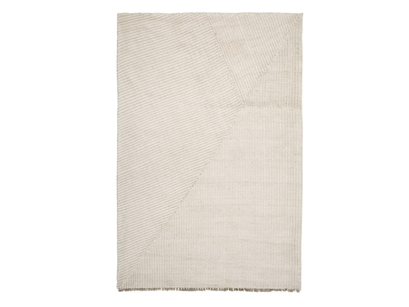 Solid-color handmade rug (UN)FOLD by Karpeta
