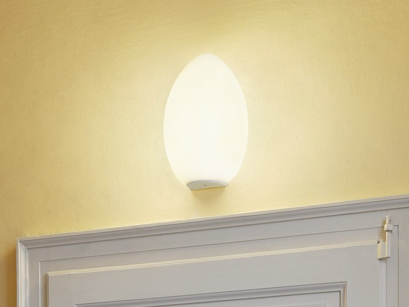 Blown glass wall light UOVO | Wall light by FontanaArte
