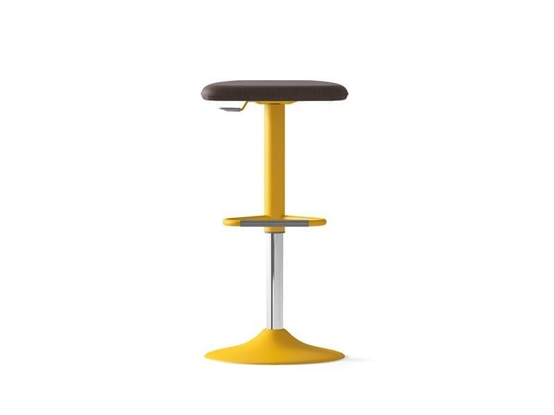 Height-adjustable barstool UPPER | Height-adjustable stool by Arte & D
