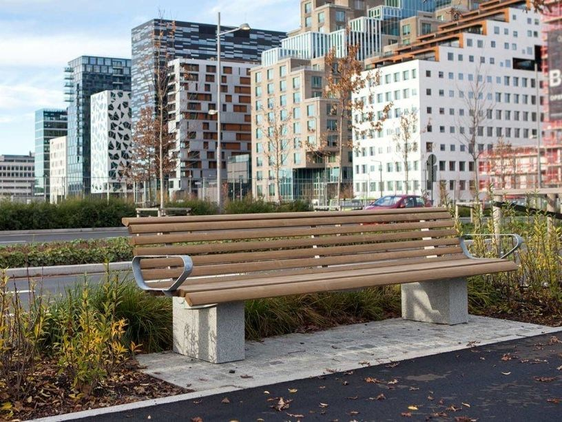 Steel and wood Bench with armrests URBAN | Bench with armrests by VESTRE