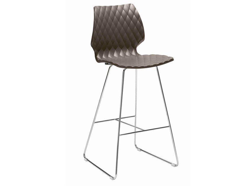 Sled base polypropylene stool Uni 391 by Metalmobil