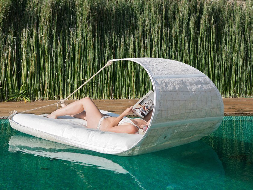 Recovered sail garden bed with parasol VAURIEN by DVELAS