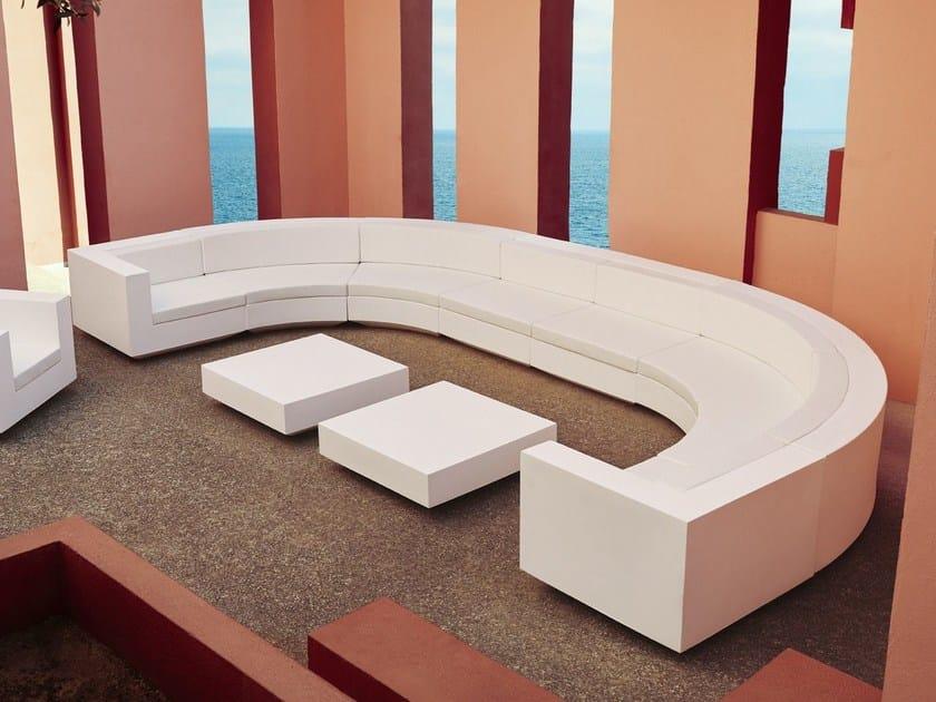 Sectional curved polyethylene sofa VELA | Curved sofa by VONDOM
