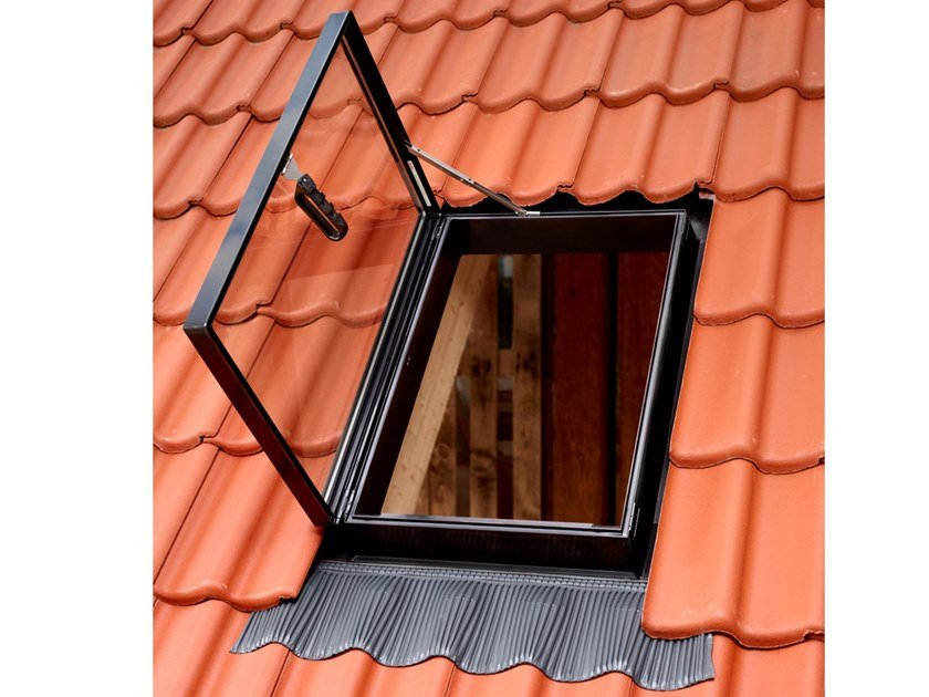 Manually operated polyurethane roof window GVT by Velux