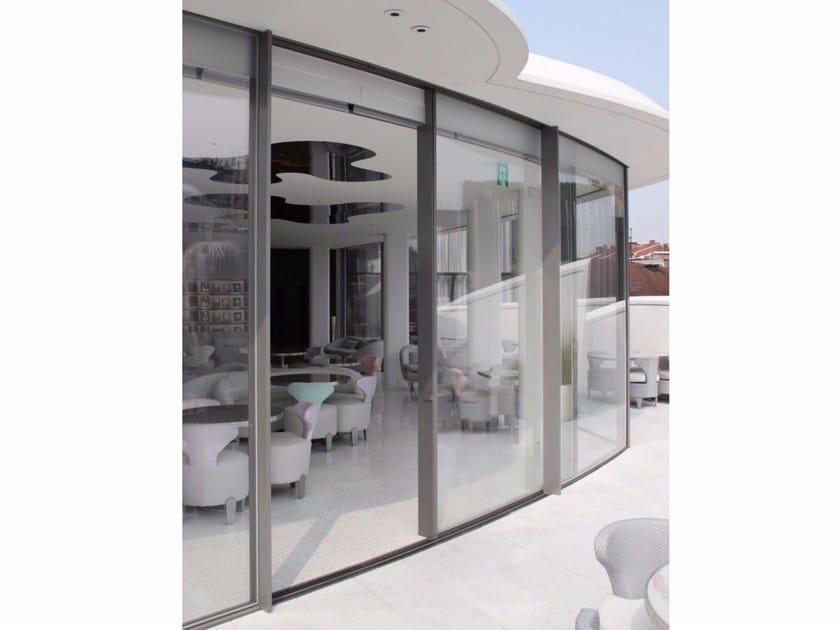 Baie vitrée coulissante incurvée en aluminium VITROCSA TH+ Cintrée by Vitrocsa