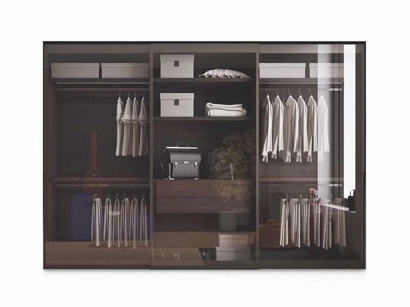 Armadio in legno e vetro con ante scorrevoli/battenti VITRUM by PIANCA
