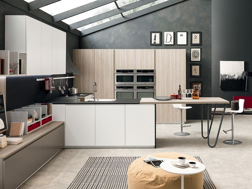 Lacquered fitted kitchen with peninsula VOLUMIA | Kitchen with peninsula by Febal Casa