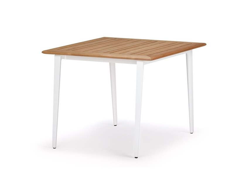Square aluminium and wood dining table WA | Aluminium and wood table by DEDON