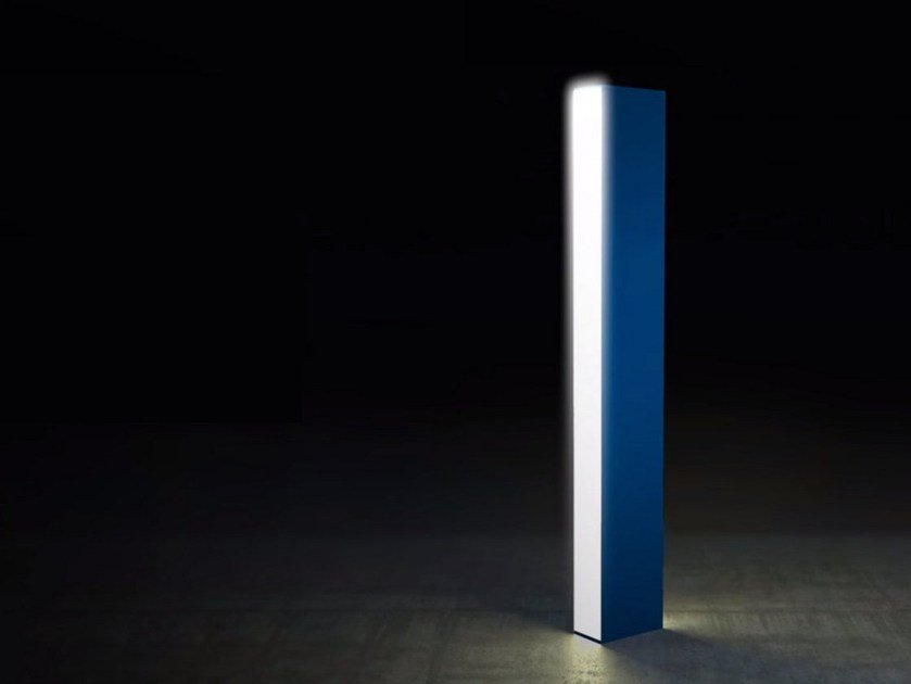 LED aluminium bollard light WALKING FOCUS by Artemide