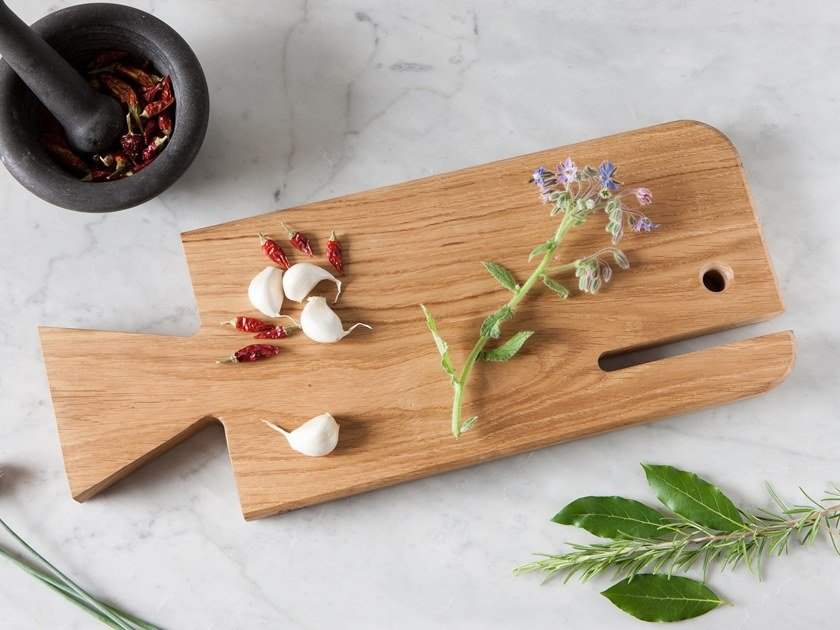 Solid wood chopping board with one handle WALLY by Xilolab