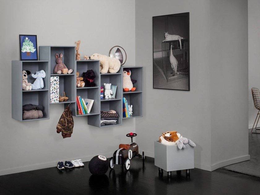 Libreria a parete sospesa WAVE By Montana design Peter J. Lassen