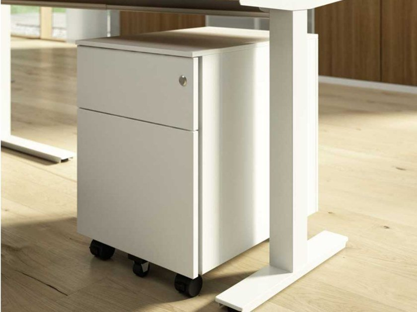 Melamine-faced chipboard office drawer unit with casters with lock WINGLET | Office drawer unit with casters by Bralco