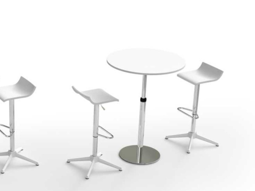 Height-adjustable round melamine-faced chipboard coffee table WINGLET | Round coffee table by Bralco